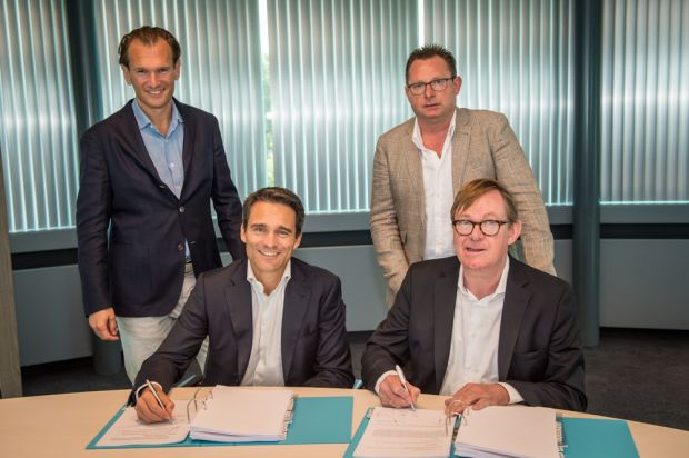 (From left to right) Elliot Simon, CEO of Van Hessen Group, Maarten Tromp, Managing Director of Van Hessen Group, Walter De Winter, COO of De Winter Natuurdarmen and André De Winter, CEO of De Winter Natuurdarmen, signed the agreement for integrating De Winter Natuurdarmen with Van Hessen Group.