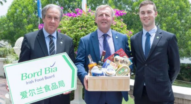 Bord Bia's CEO Aidan Cotter, MInister of Agriculture, Food and the Marine Michael Creed TD and Ciarán Gallagher (Bord Bia Singapore) (f.l.t.r.)