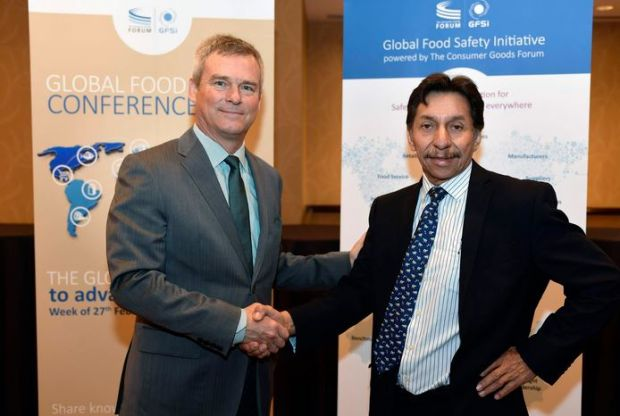 Chair of the GFSI Board of Directors Mike Robach (left) and with Hugo Fragoso Sanchez, Director General de Inocuidad Agroalimentaria, Acuícola y Pesquera del Servicio Nacional de Sanidad