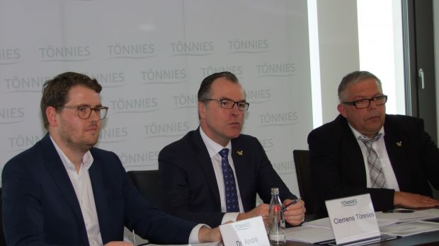 As a leader in quality and prices, Clemens Tönnies (centre) is always slightly ahead of the competition.
