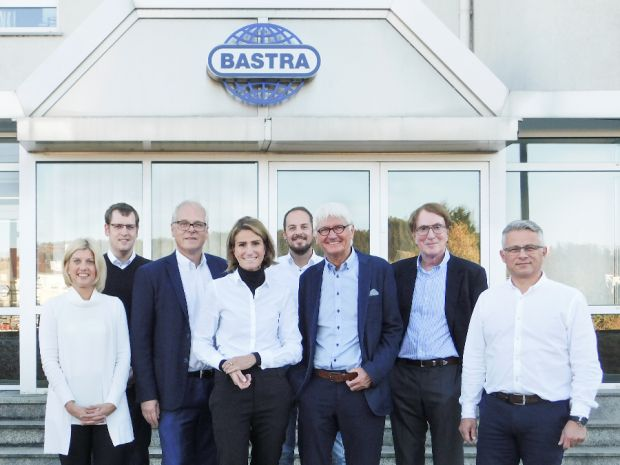 Combining strength: Claudia Buse (fourth from the left), managing director of Bastra GmbH and her team as well as the partners of the family-owned Mittelständische Beteiligungsgesellschaft (MB) from Osnabrück are looking forward to working together.