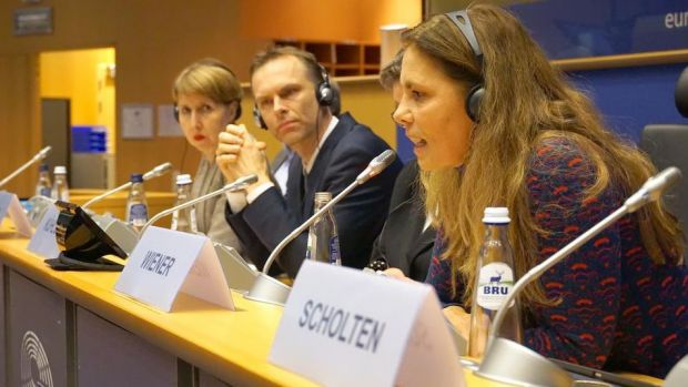 Not against animals, but against the suffering of animals: MEP Sarah Wiener (right) on the podium of the European Meat Forum together with Dr. Anne Sander and Prof. Dr. Frédéric Leroy.