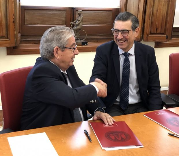 The agreement was signed between the CEO of Cefusa, José Fuertes, and the rector of the University of Murcia, José Luján, in a ceremony held in the Rectorate of the University, which has also been attended by the research team of the project.