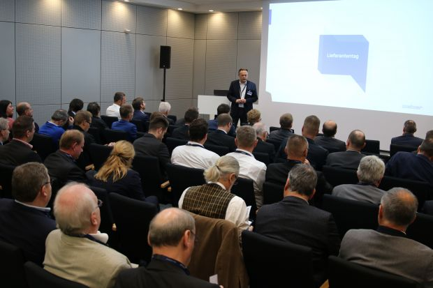 Peter Kamm, COO at Weber Maschinenbau, moderated the varied program of the event.