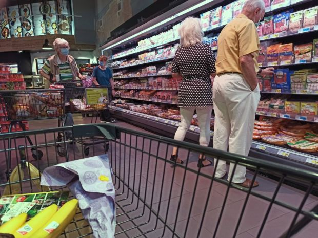 Shopping in a supermarket. The Berlin-based market research company POSPulse investigated where customers buy meat and sausages and how often, and what they attach particular importance to.