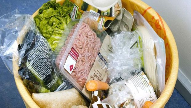In the entire food retail sector, including specialist stores in Germany, around 500,000 t of food are sorted out as waste every year.