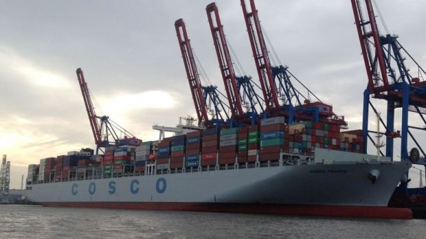 The container ship Cosco France, shown here in front of the Hamburg container terminal Tollerort, delivers meat across all oceans. Germany and the People's Republic are now to discuss the supply of German pork to China at expert level.